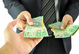 man holding cash approving small cash loans